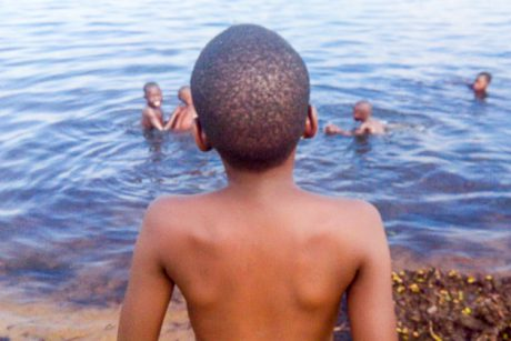 Lake Albert : meet Bahati, a child fisherman