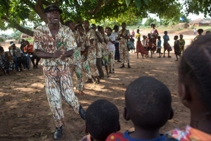 A participatory theatre to put an end to child marriage in Kwilu