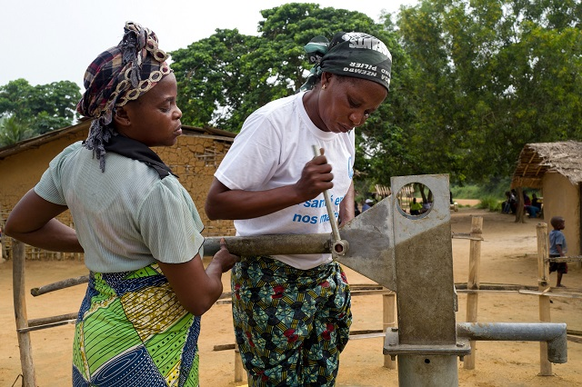 Women and drinking water in DRC