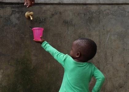 L'importance de l'eau pour un enfant