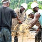 Le forage manuel, une alternative économique et efficace pour l'accès à l'eau potable