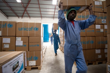 Après le Bas-Congo, Bandundu et Kinshasa, les Kasaï Oriental et Occidental bénéficient des matériels et équipements remis par l'UNICEF au Projet d'Equipement des Structures Sanitaires (PESS)