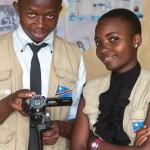 Les enfants reporters Laetitia et Jospin en action à Goma