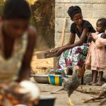 De jeunes enfants face à la pneumonie et la diarrhée