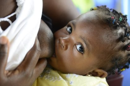 Pourquoi faut-il promouvoir le lait maternel?