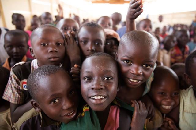 Ituri: des milliers d'enfants qui s'entassent comme du riz dans un bol