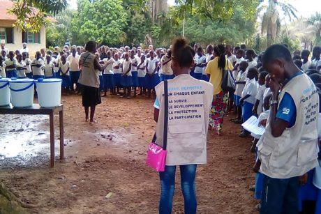 Les Enfants Reporters de Bikoro s'organisent pour lutter contre Ebola