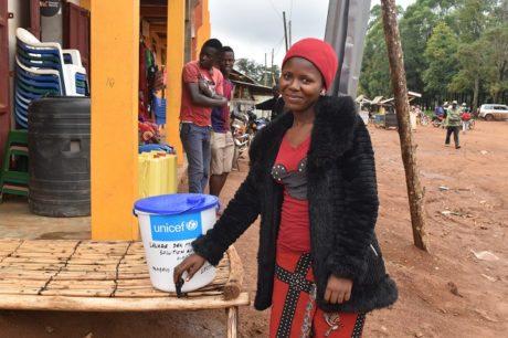 Epidémie d'Ebola : Amani protège sa communauté grâce à l'eau chlorée
