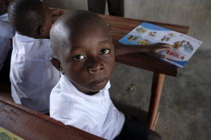 80 pour cent des enfants en âge scolaire ont retrouvé l'école dans les régions affectées par Ebola
