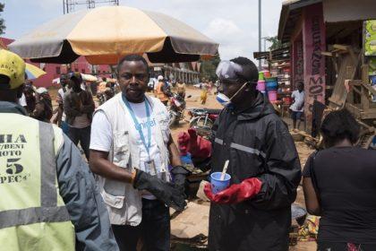 De l'eau pour protéger les populations contre Ebola