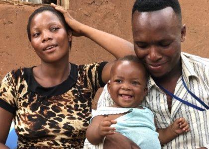 Une famille heureuse grâce à l'allaitement maternel