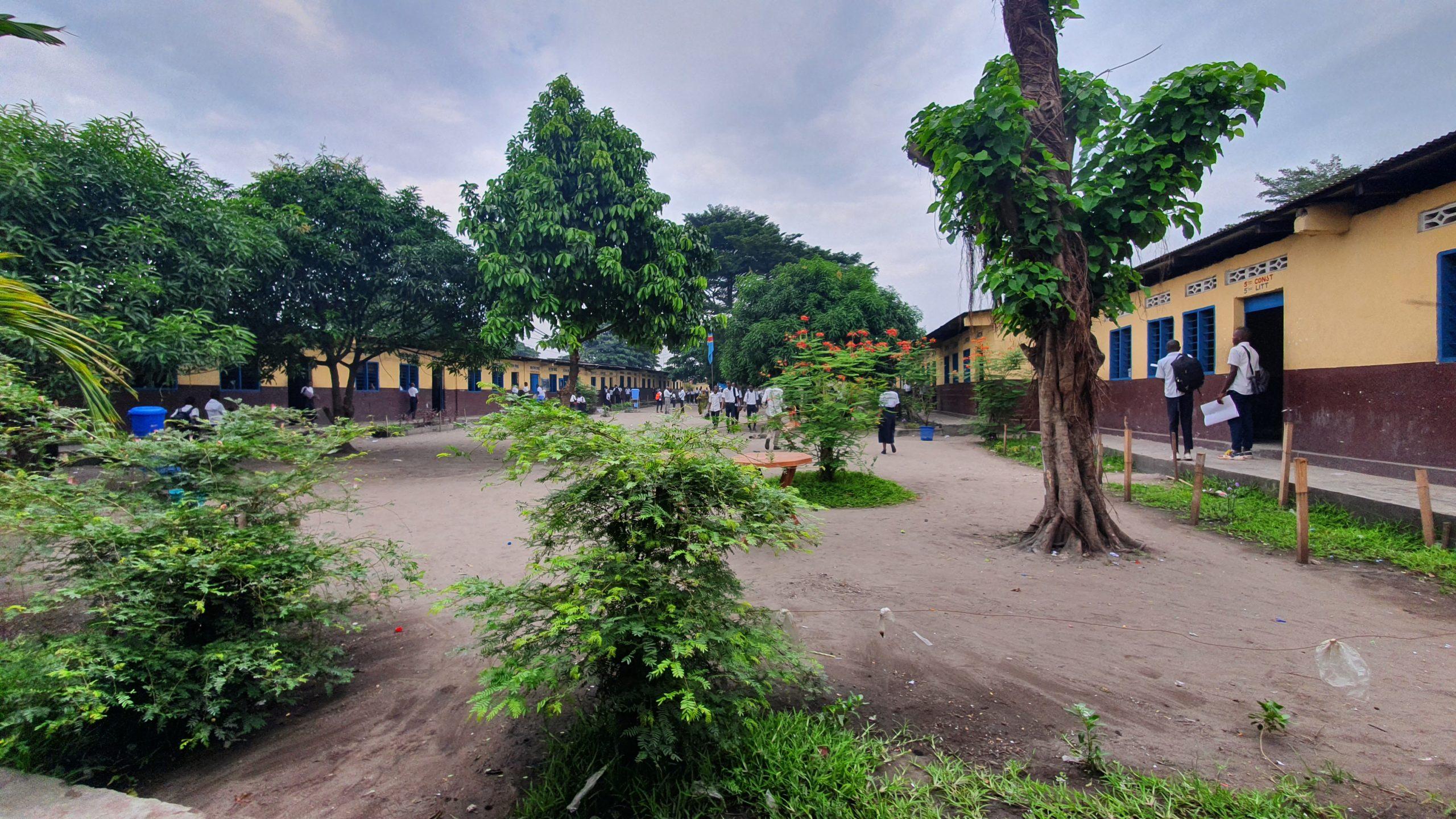 Une cours d'école en République démocratique du Congo @ponabana