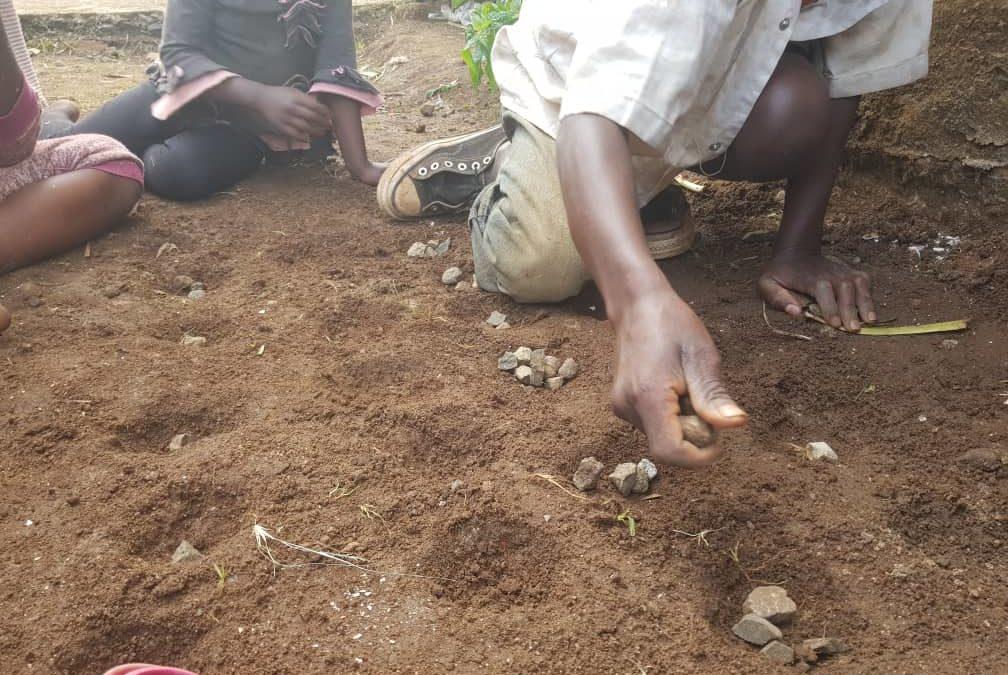 En suivant la foule pendant l'éruption volcanique, David, 15 ans, s'est retrouvé à Bukavu sans famille