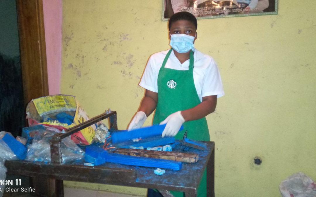 Entrepreneur à 16 ans : Marie-Helène fabrique du savon à Bukavu et ne compte pas s'arrêter