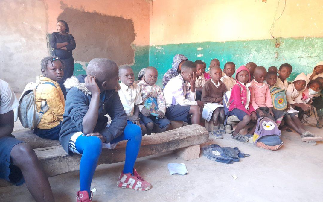 À Kipushi, une école qui accueille les orphelins manque de banc