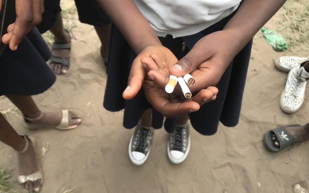 Facile pour un enfant d'acheter une cigarette à Kinshasa, pourtant, la loi l'interdit