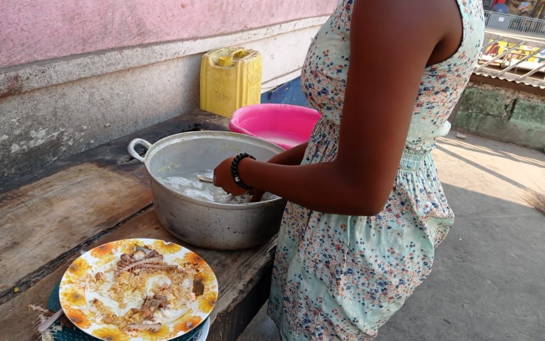 Maltraitée en famille à Matadi, une orpheline préfère vivre dans la rue