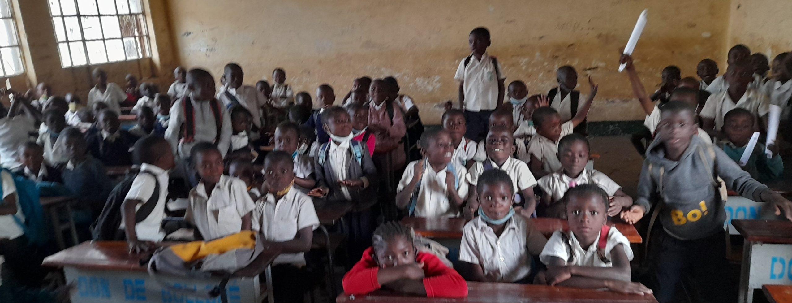 Les élèves dans la salle de classe de l'EP Kabwe à Kipushi