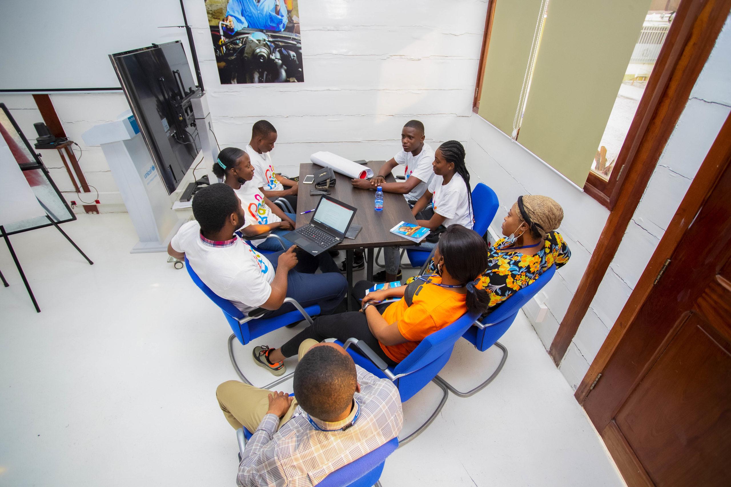 Rencontre entre enfants, jeunes reporters et les journalistes de la radio Okapi enfant à UNICEF RDC, Kinshasa 2021 Josué Mulala